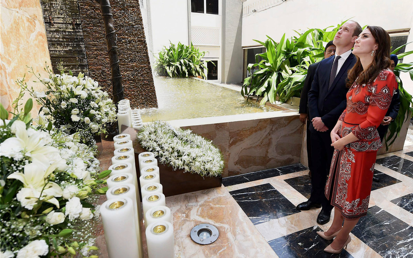 Britain's Prince William, Duke of Cambridge(C)and Catherine, Duchess of Cambridge(R)   look on during a ceremony at the martyrs memorial at Taj Mahal Palace Hotel in Mumbai on April 10, 2016. Britain's Prince William and wife Kate landed in Mumbai for a