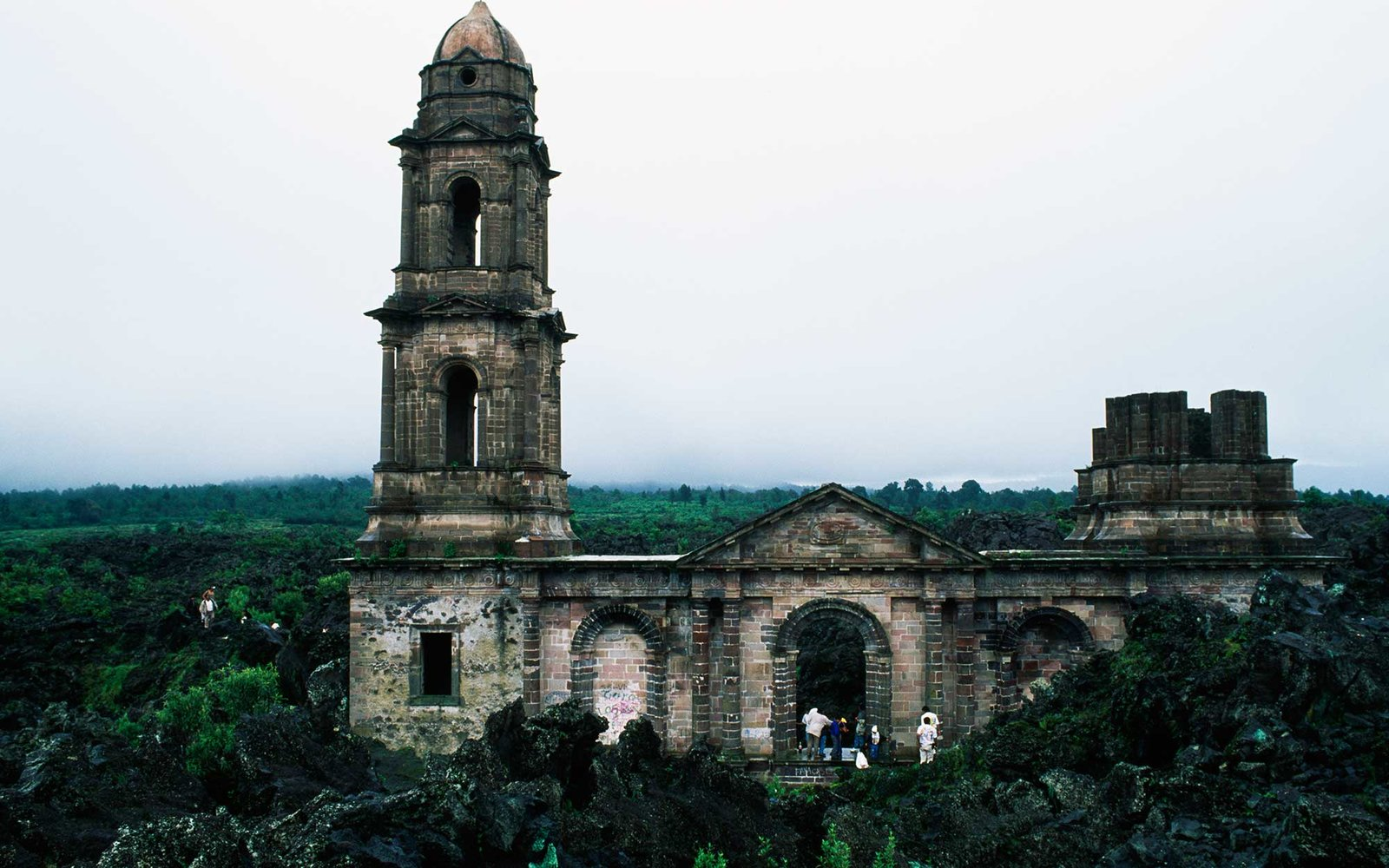 MEXICO - FEBRUARY 16: The church of San Juan Parangaricutiro, almost buried by lava in 1943 during the Paricutin volcano eruption, Michoacan, Mexico. (Photo by DeAgostini/Getty Images)