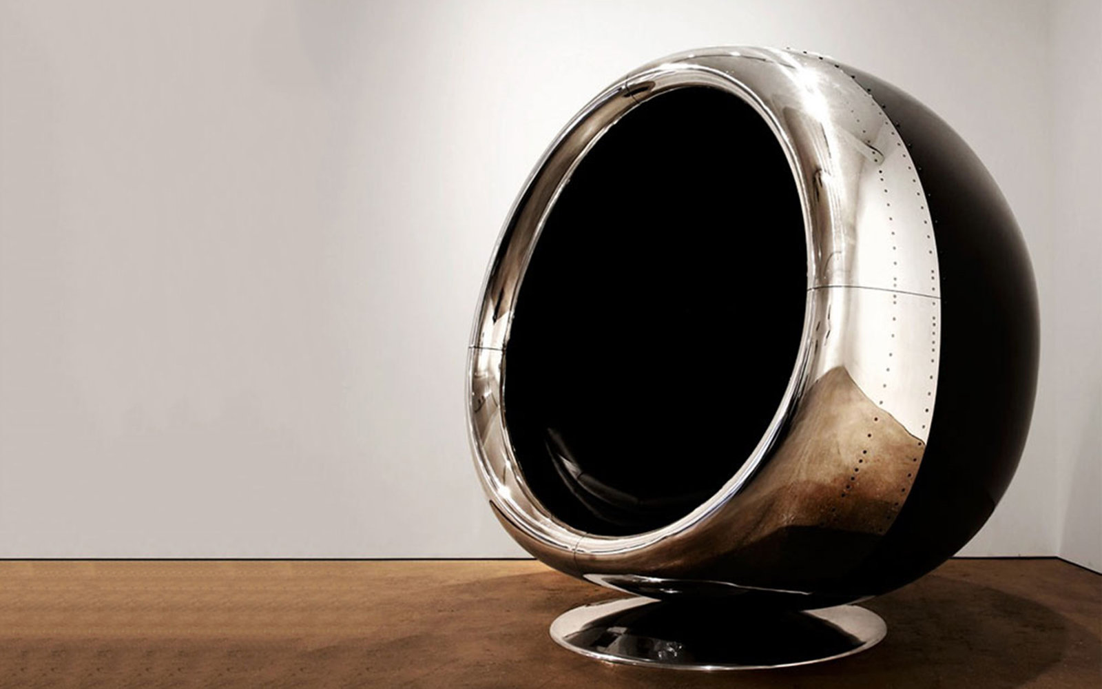 chair made from a recycled boeing 737 engine