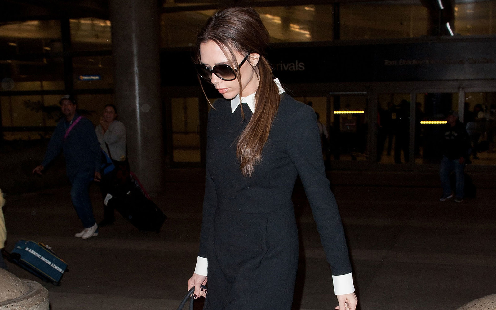 LOS ANGELES, CA - FEBRUARY 18: Victoria Beckham is seen at Los Angeles International Airport on February 18, 2012 in Los Angeles, California.  (Photo by GVK/HM/Bauer-Griffin/GC Images)