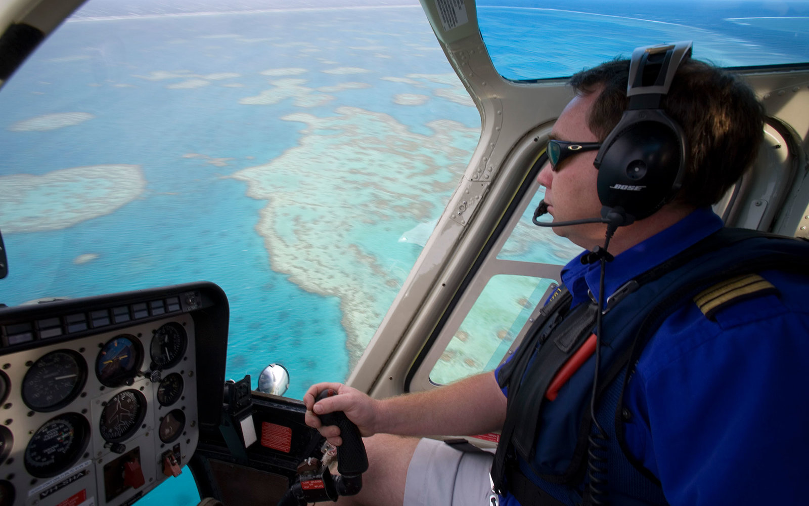 Australia, Great Barrier Reef. Helicopter flight over Hardy Reef near the Whitsunday Islands.