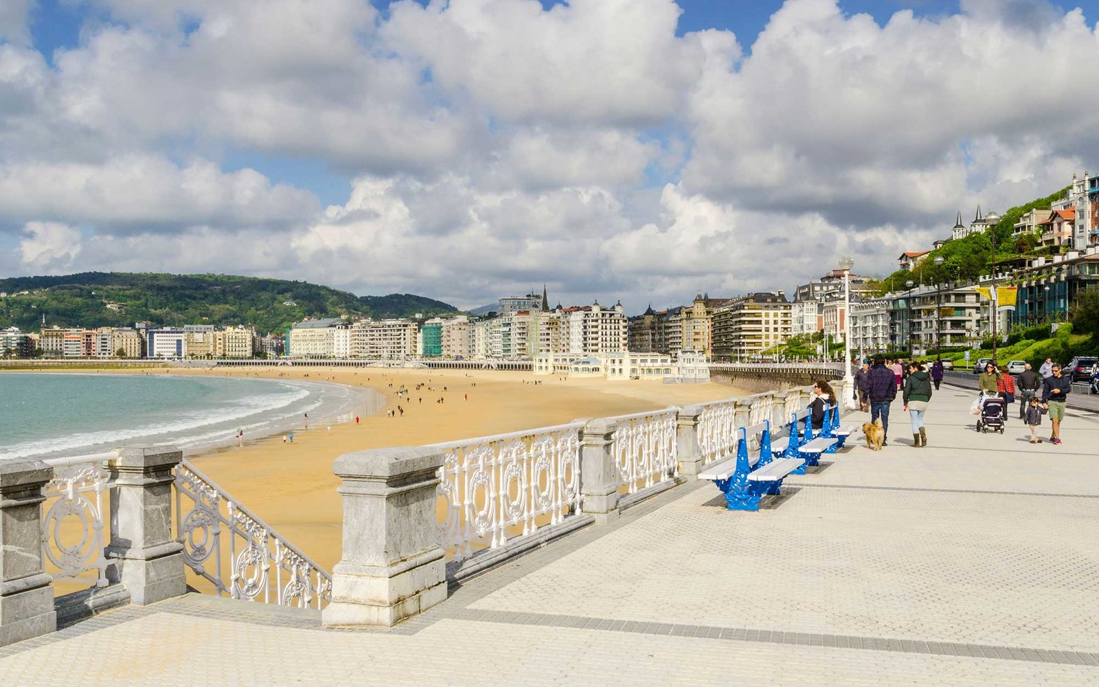 DFHJCH People walking along the Promenade La Concha, San Sebastian, Spain. Image shot 2013. Exact date unknown.