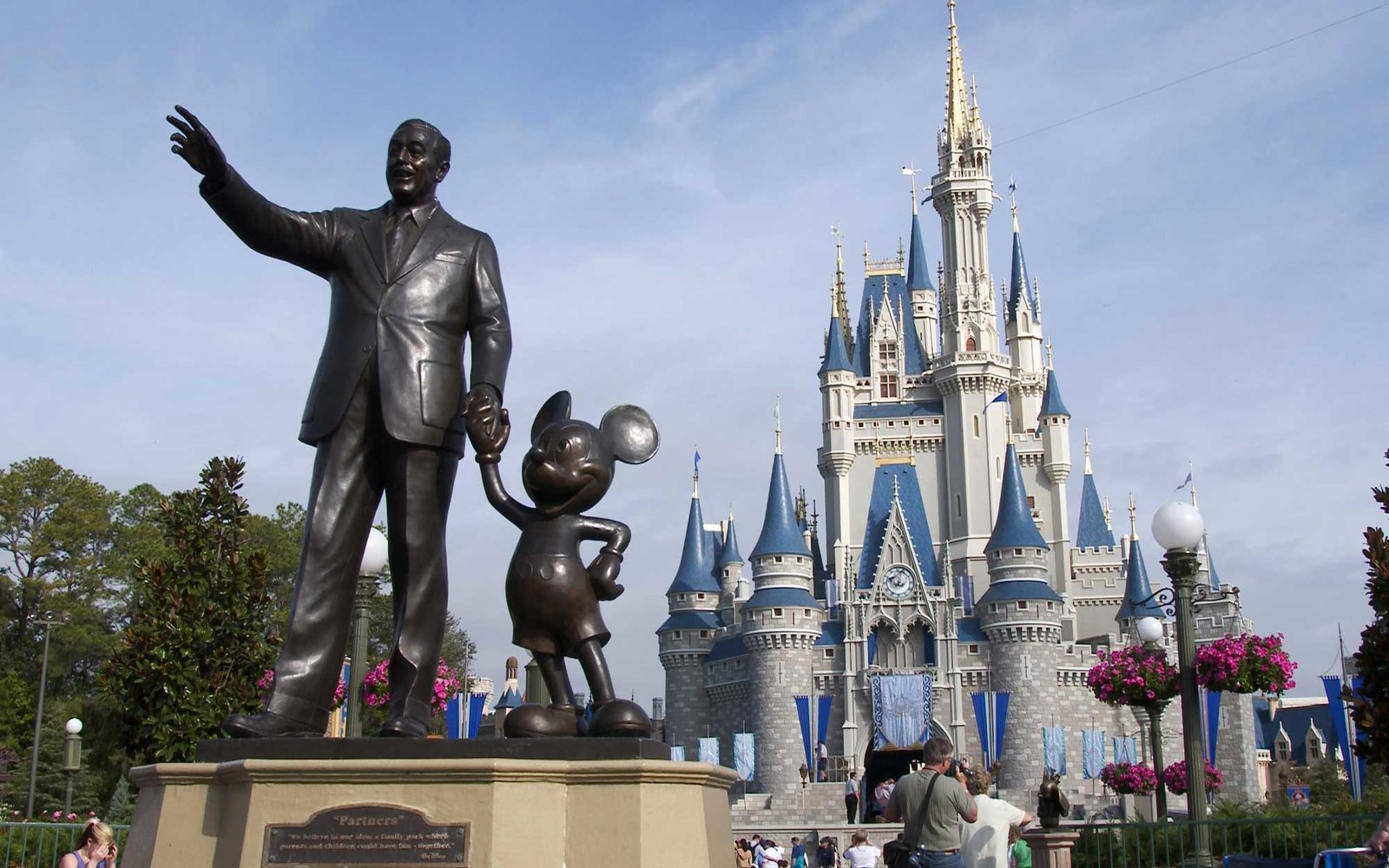 UNITED STATES - FEBRUARY 11:  A statue of Walt Disney and Mickey Mouse stands in front of the Cinderella's castle at Walt Disney World's Magic Kingdom in Lake Buena Vista, Florida, Wednesday February 11, 2004. Growing attendance at the Walt Disney Co.'s t