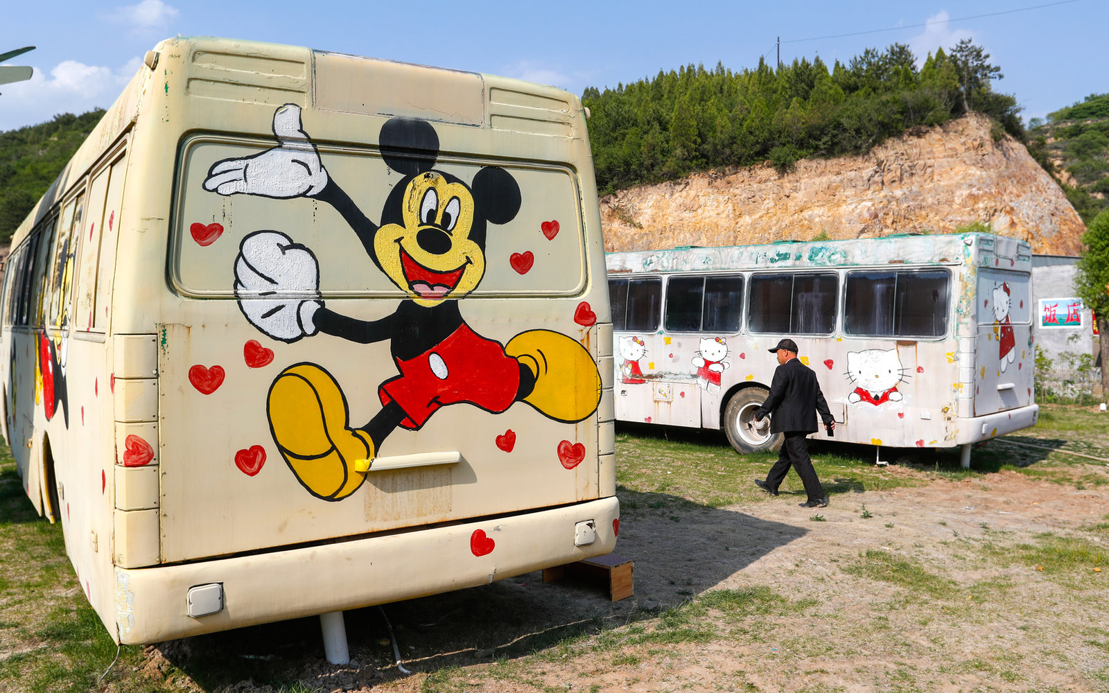 Decades of Scrapped Buses Become Hotels In Taiyuan