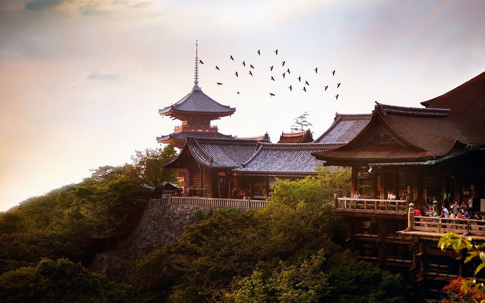 Japan, Kyoto, people at Kiyomizudera Temple, sunset