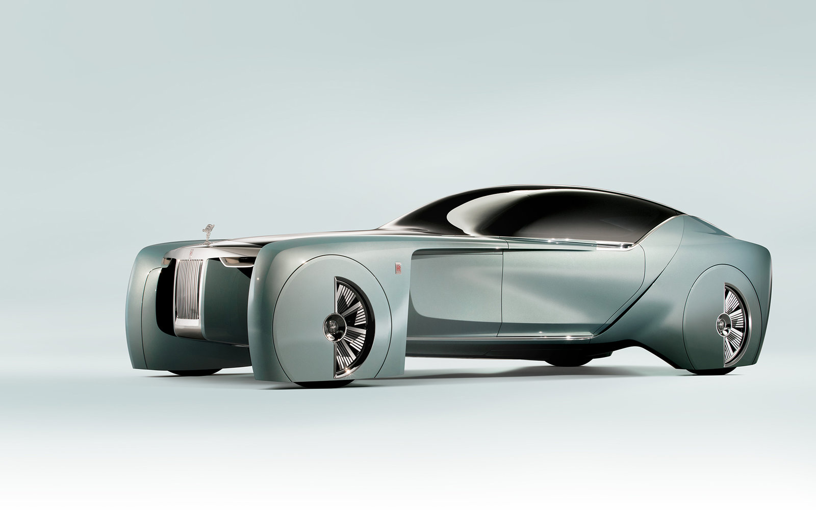 Rolls Royce Debuted A Luxury Driverless Car That Announces