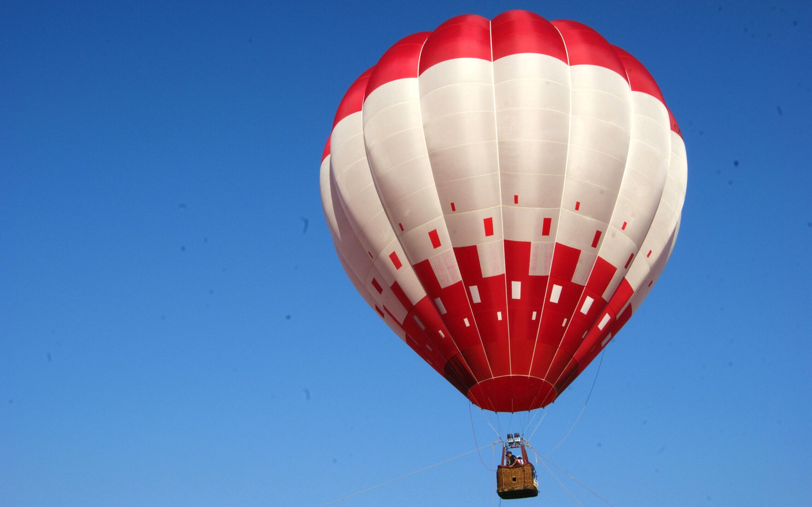 Russian adventurer attempts to set world record in hot air balloon ...