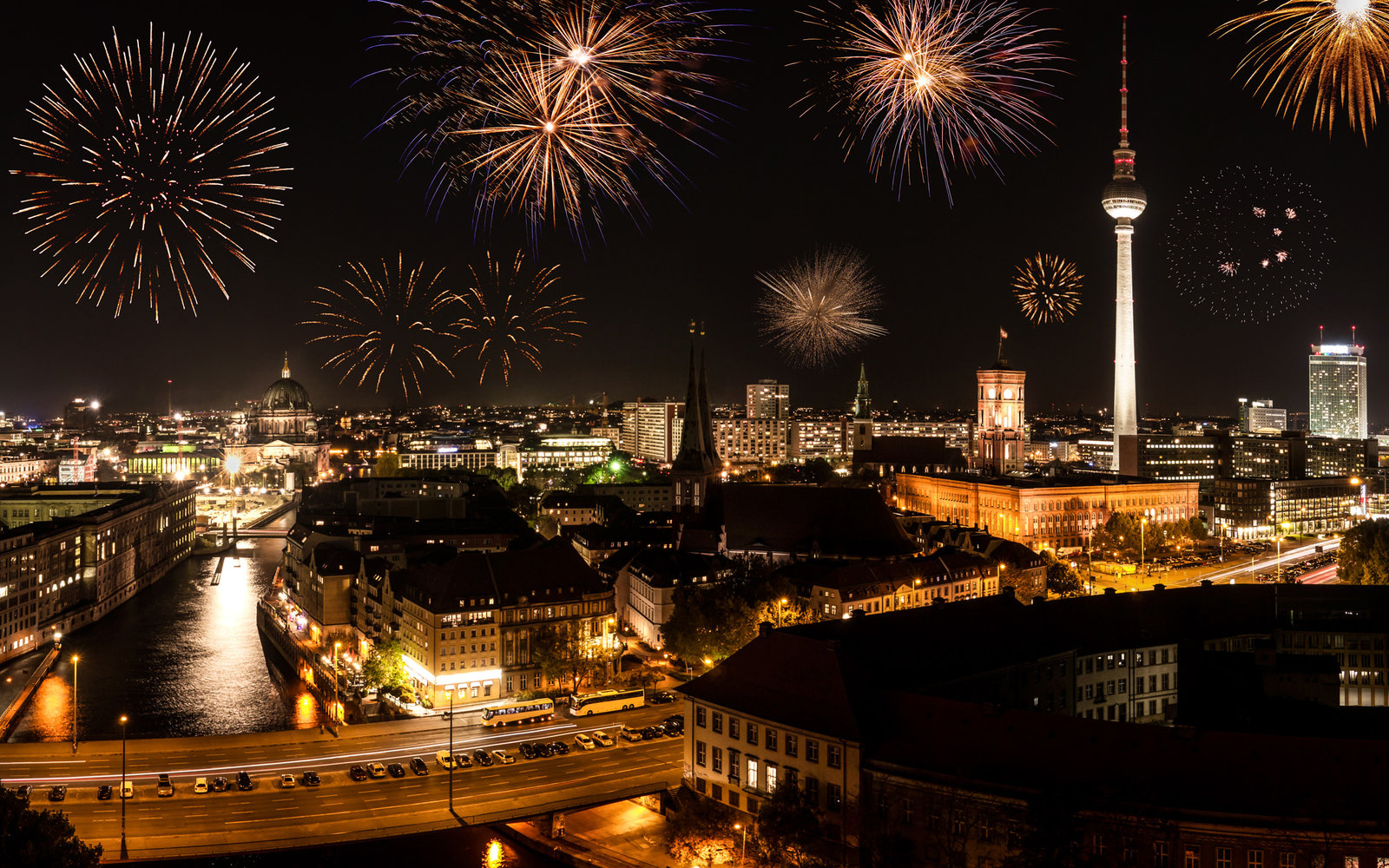 (GERMANY OUT) berlin with fireworks on new year's eve (Photo by Bildquelle/ullstein bild via Getty Images)
