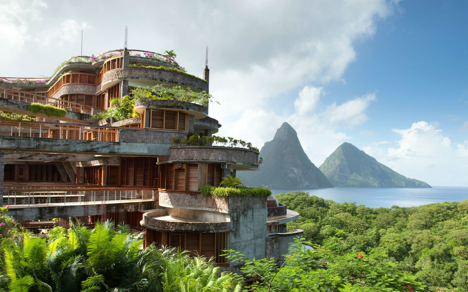 10 Resorts To Die For