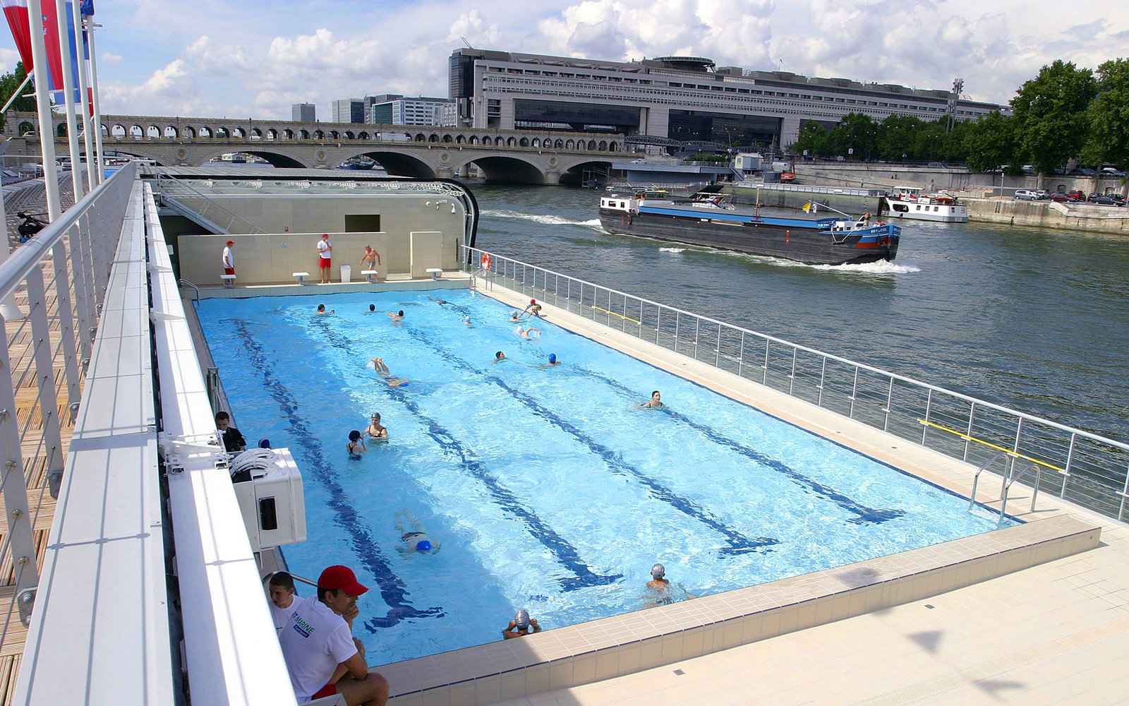 5 amazing swimming pools that float on rivers and oceans for Josephine baker pool