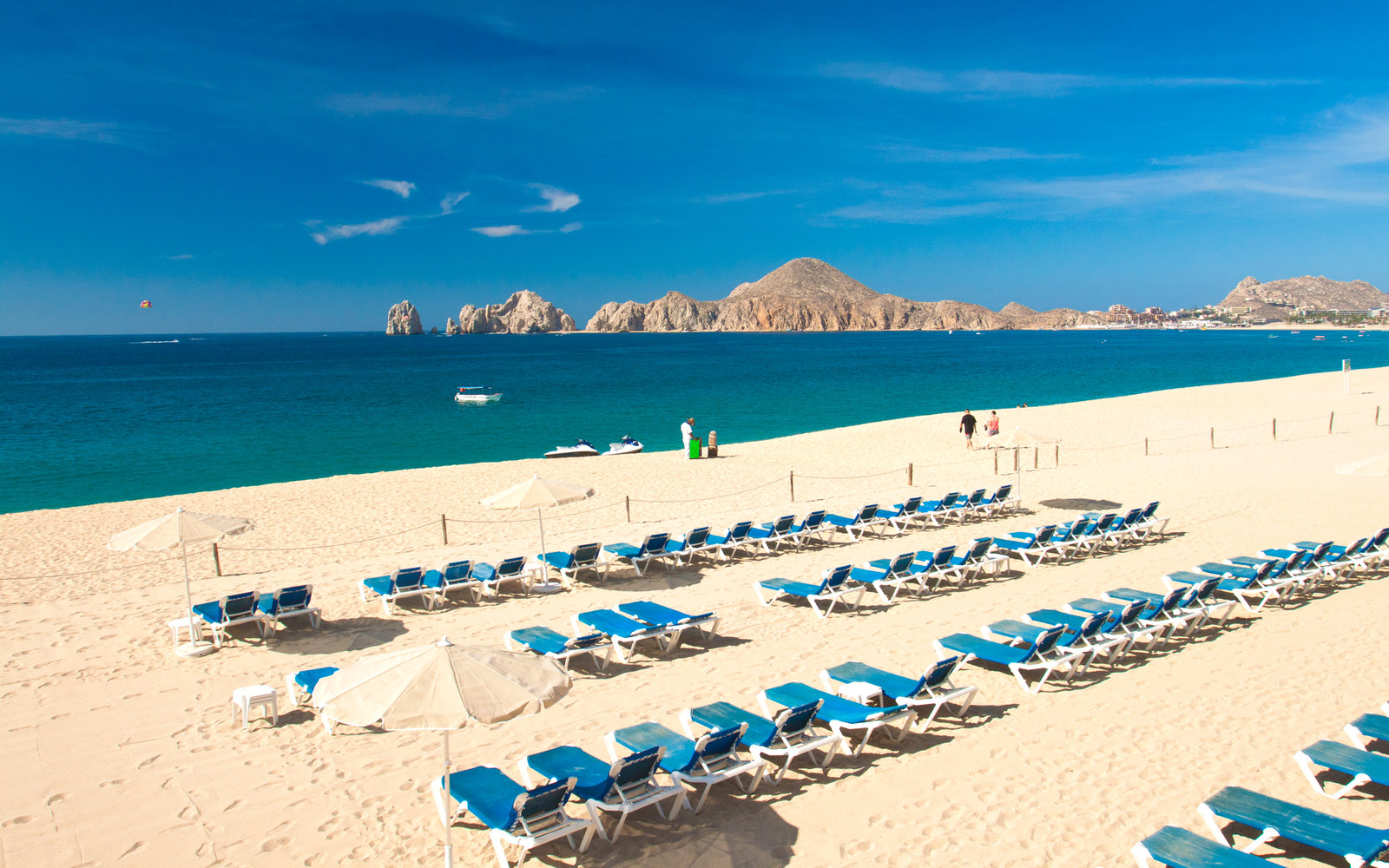 There's a New Low-Cost Way to Fly to Mexico's Beaches This Winter