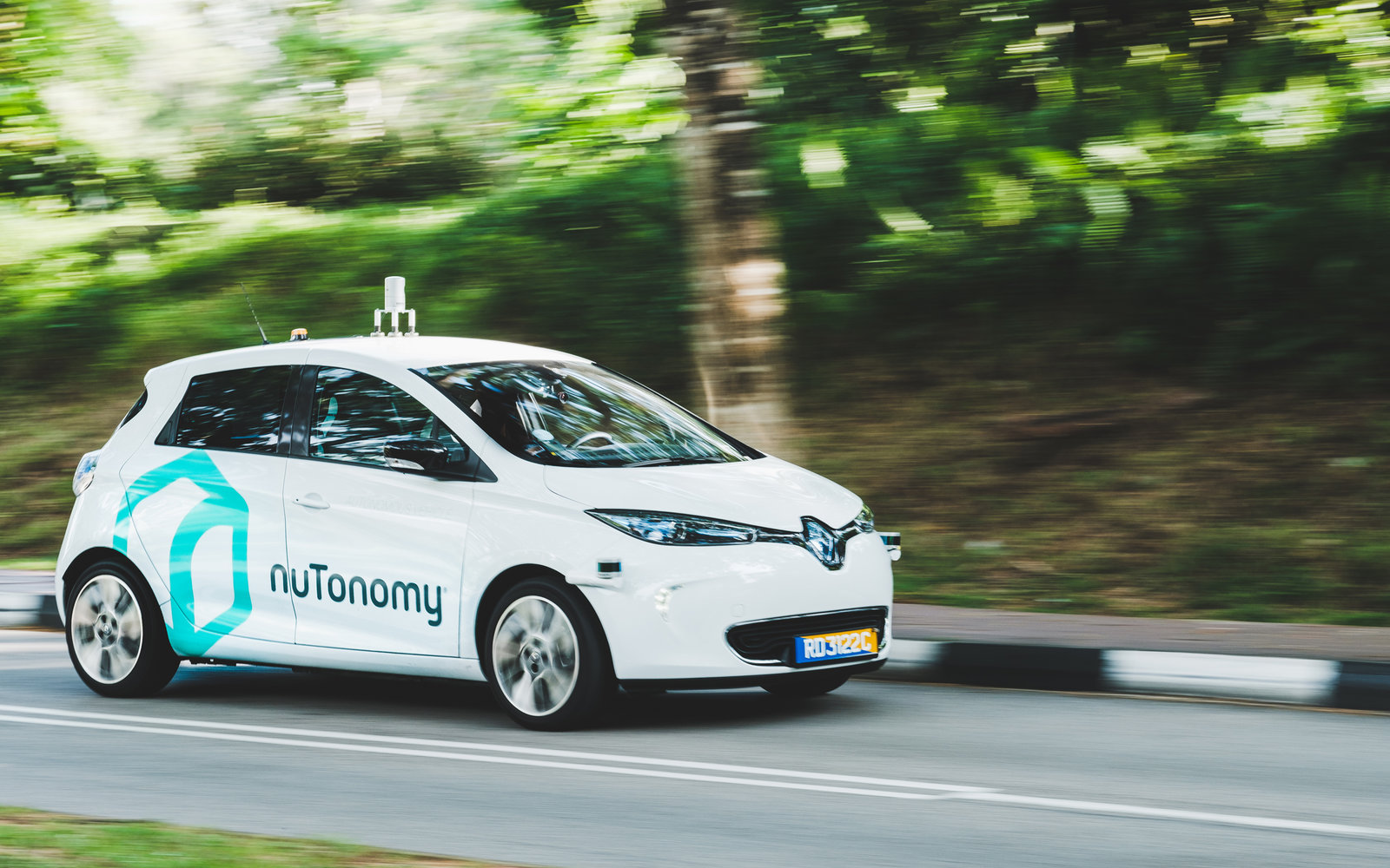 World's 1st self-driving taxis debut in Singapore