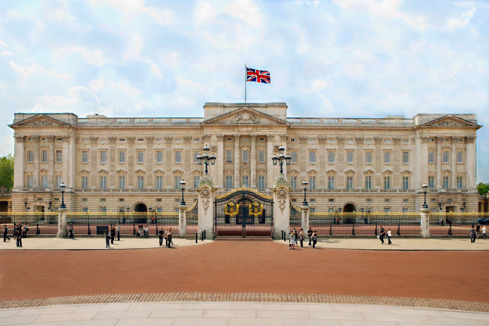 Here's How You Can Live in Buckingham Palace and Work for the Queen