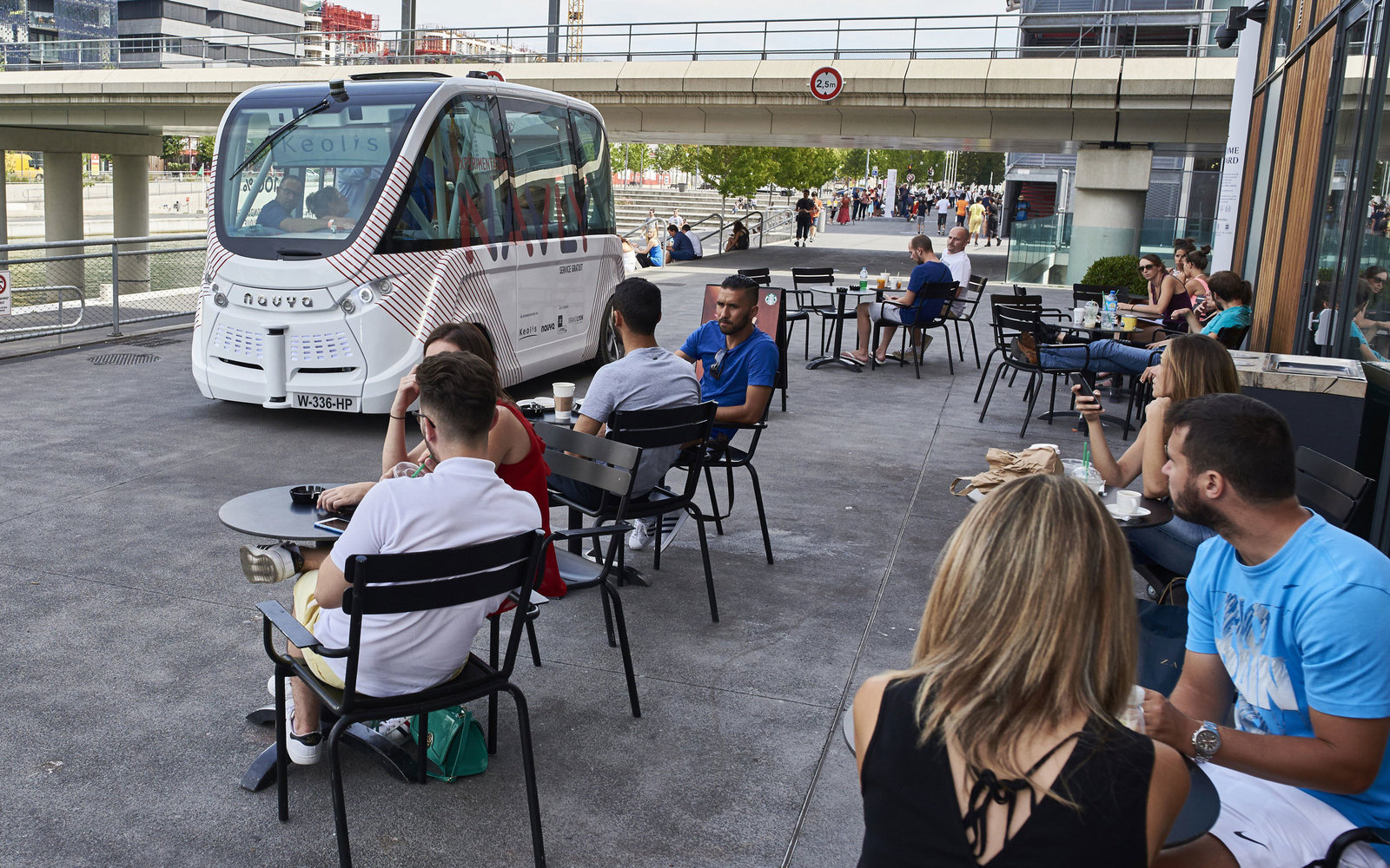 driverless bus in lyon france