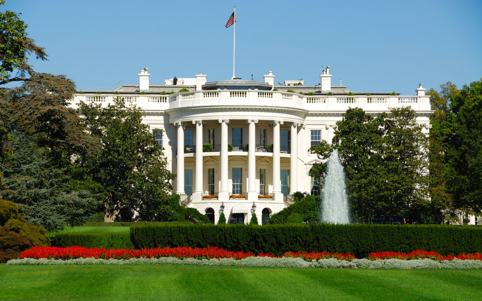 How to Take a Tour of the White House Gardens This Fall Travel