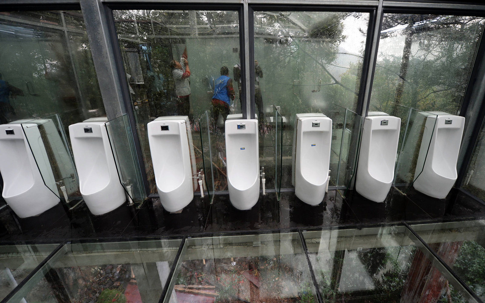 China Debuts Completely See Through Bathroom Travel