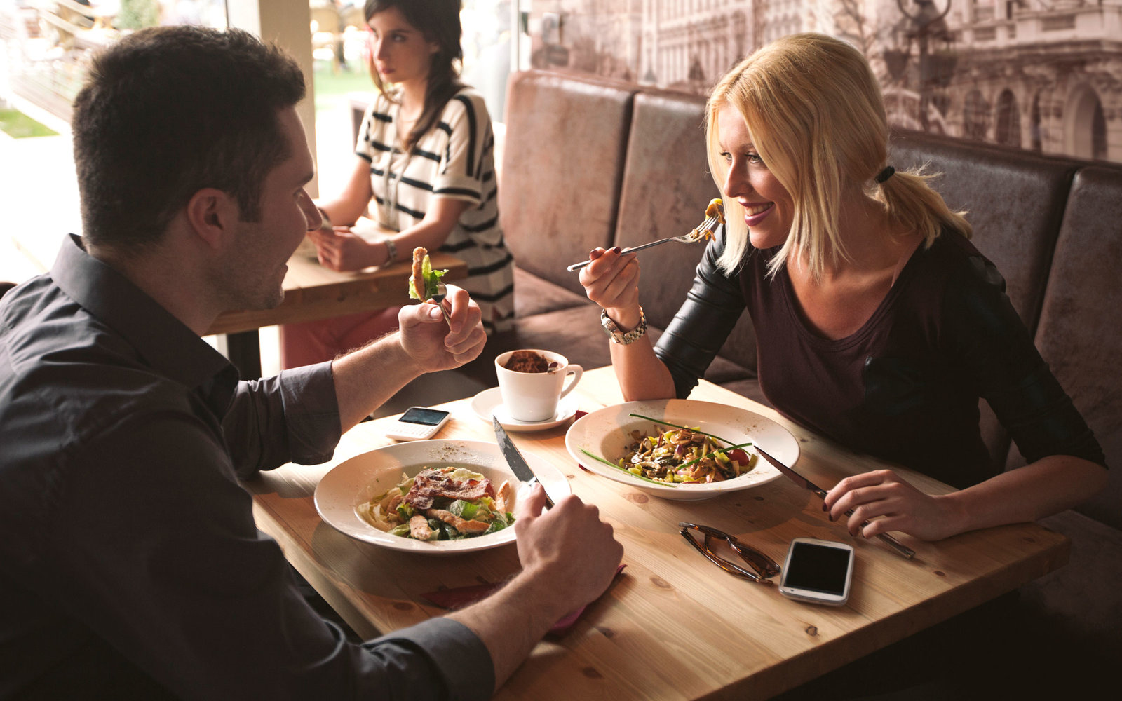 5 Things Research Says You Should Talk About On A First Date
