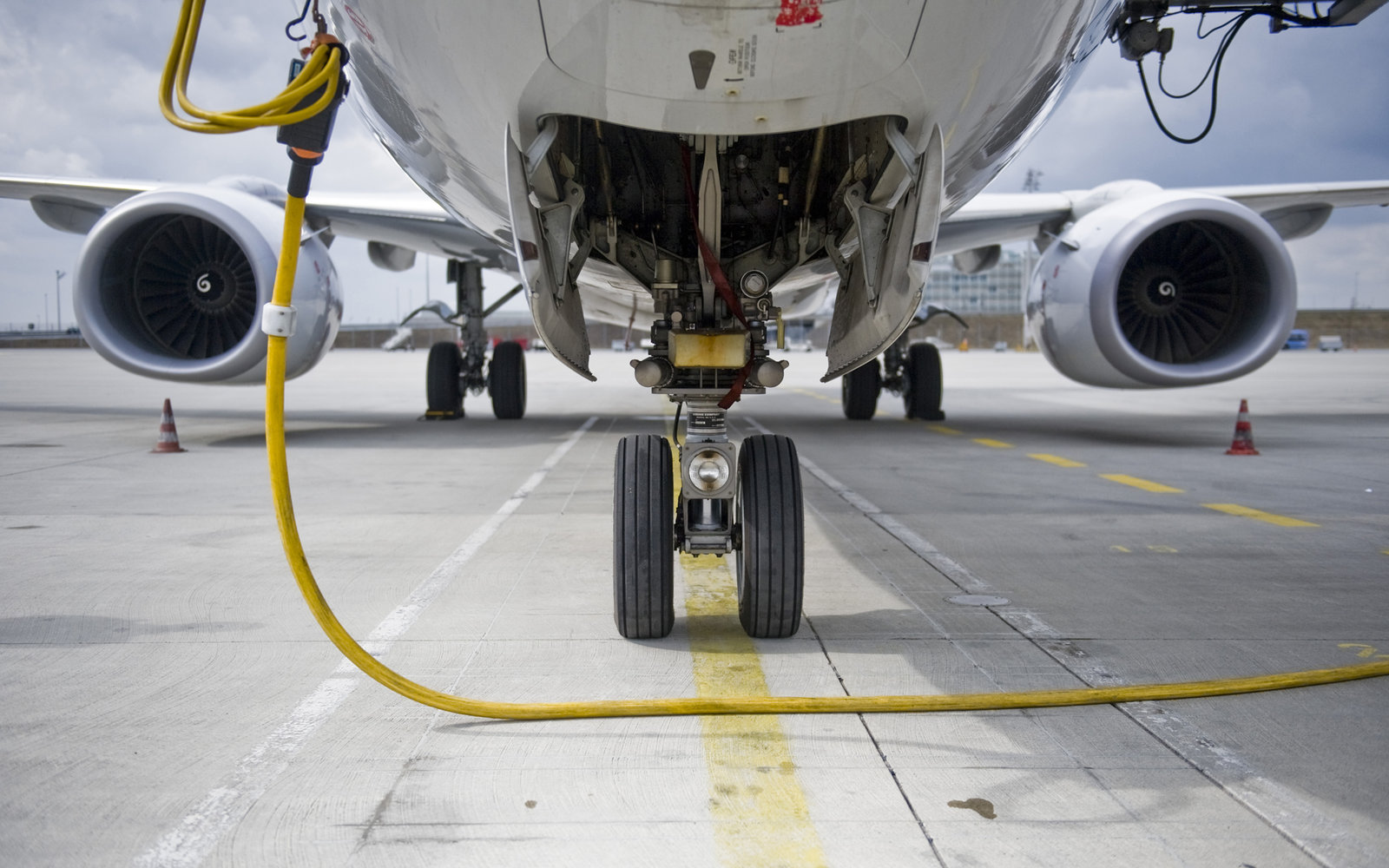 Airplane tires runway