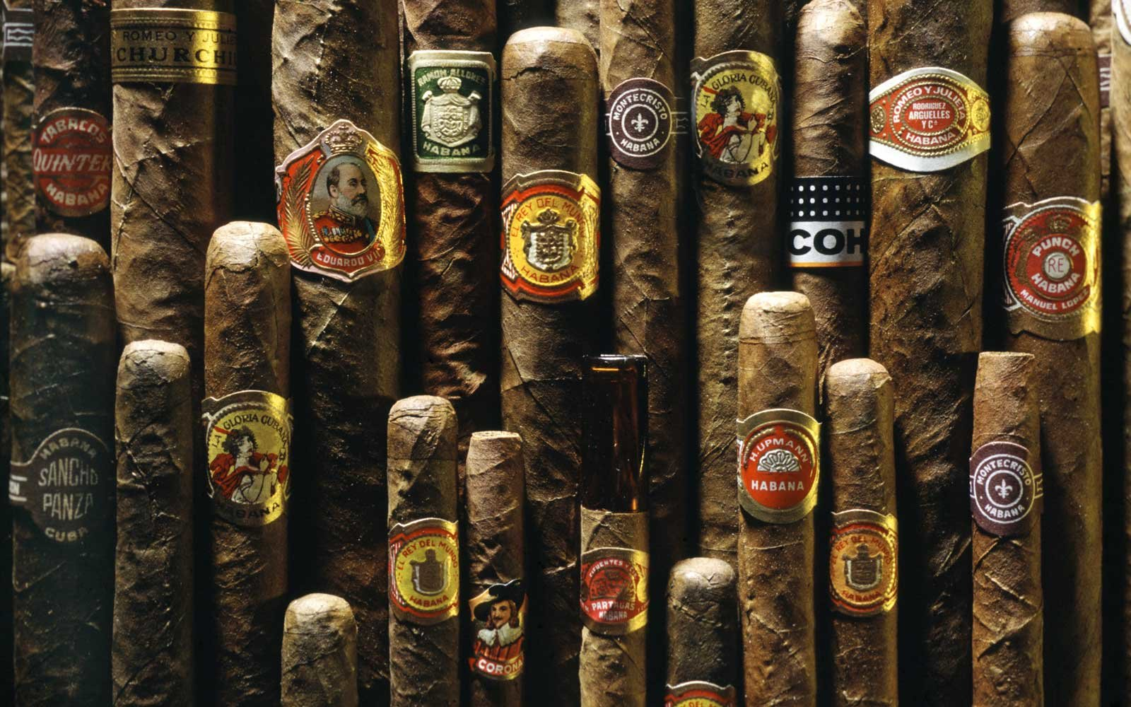 Obama Lifts Ban on Cuban Cigars and Rum