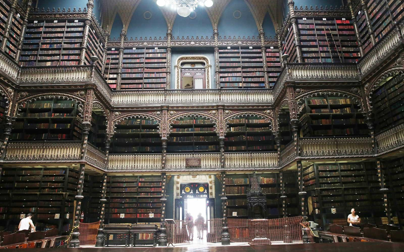7 Libraries That Look Straight Out of Harry Potter