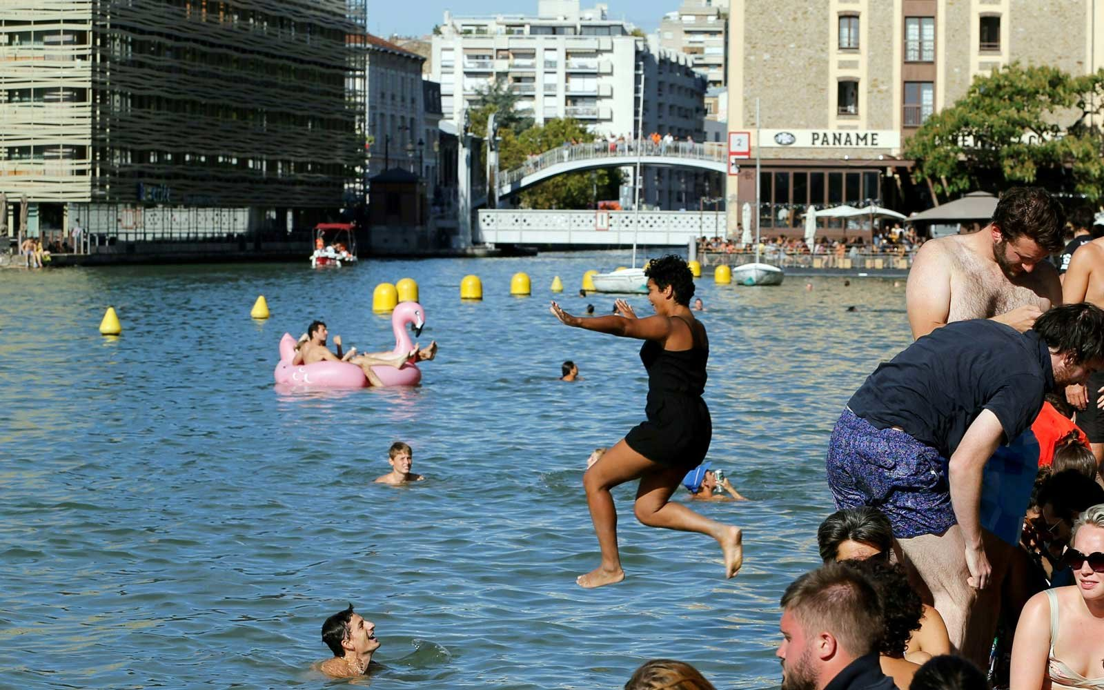 Paris quai de la loire pools travel leisure for Public swimming pools paris