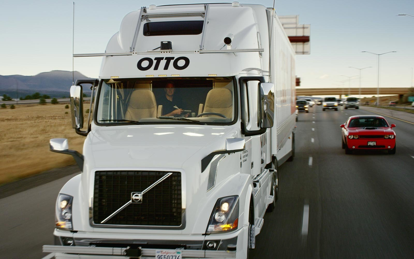 Watch Uber's Self-Driving Trucks Make a Beer Run