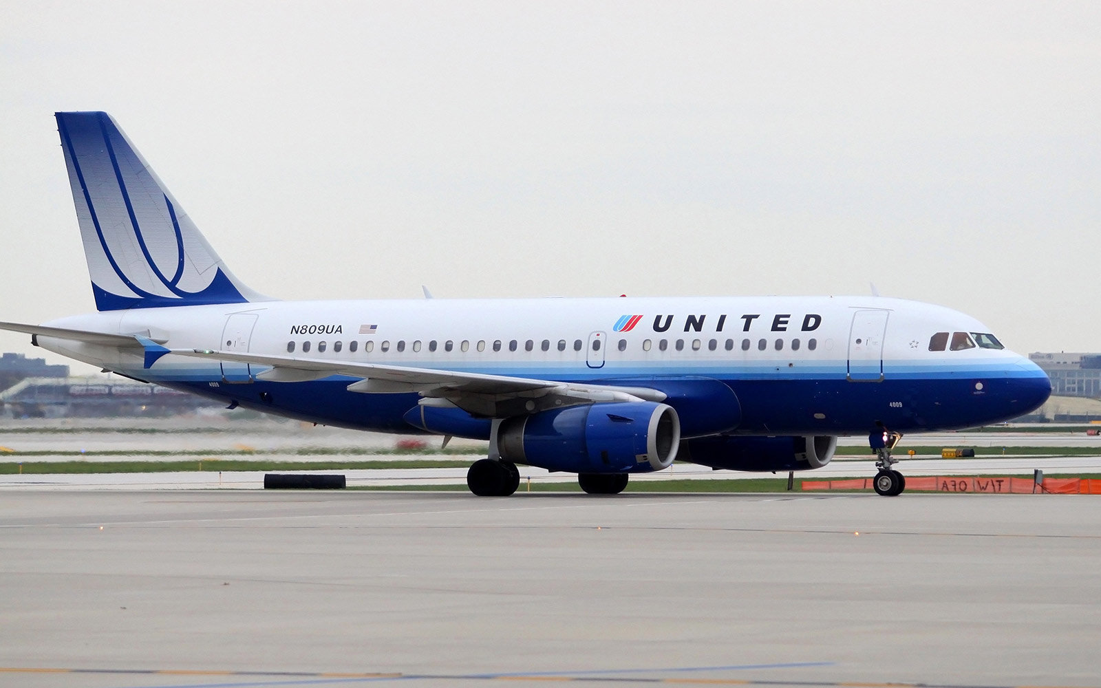 United Airlines adds no-frills Basic Economy