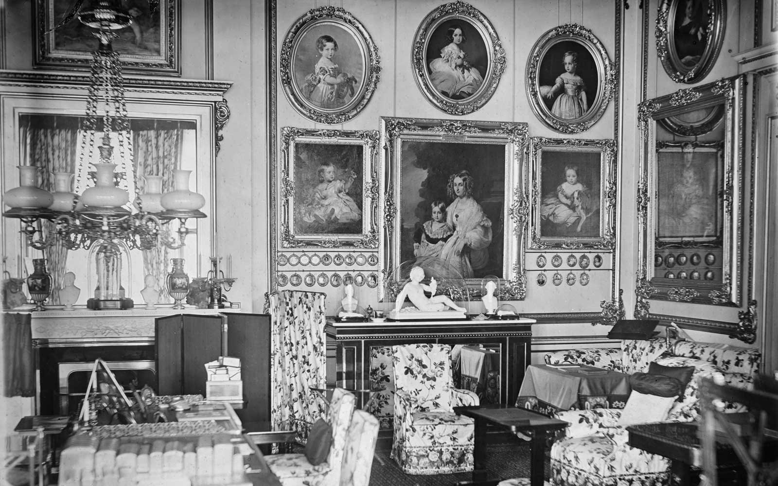 1950s Interior Design Look Inside Buckingham Palace Before They Start The 455