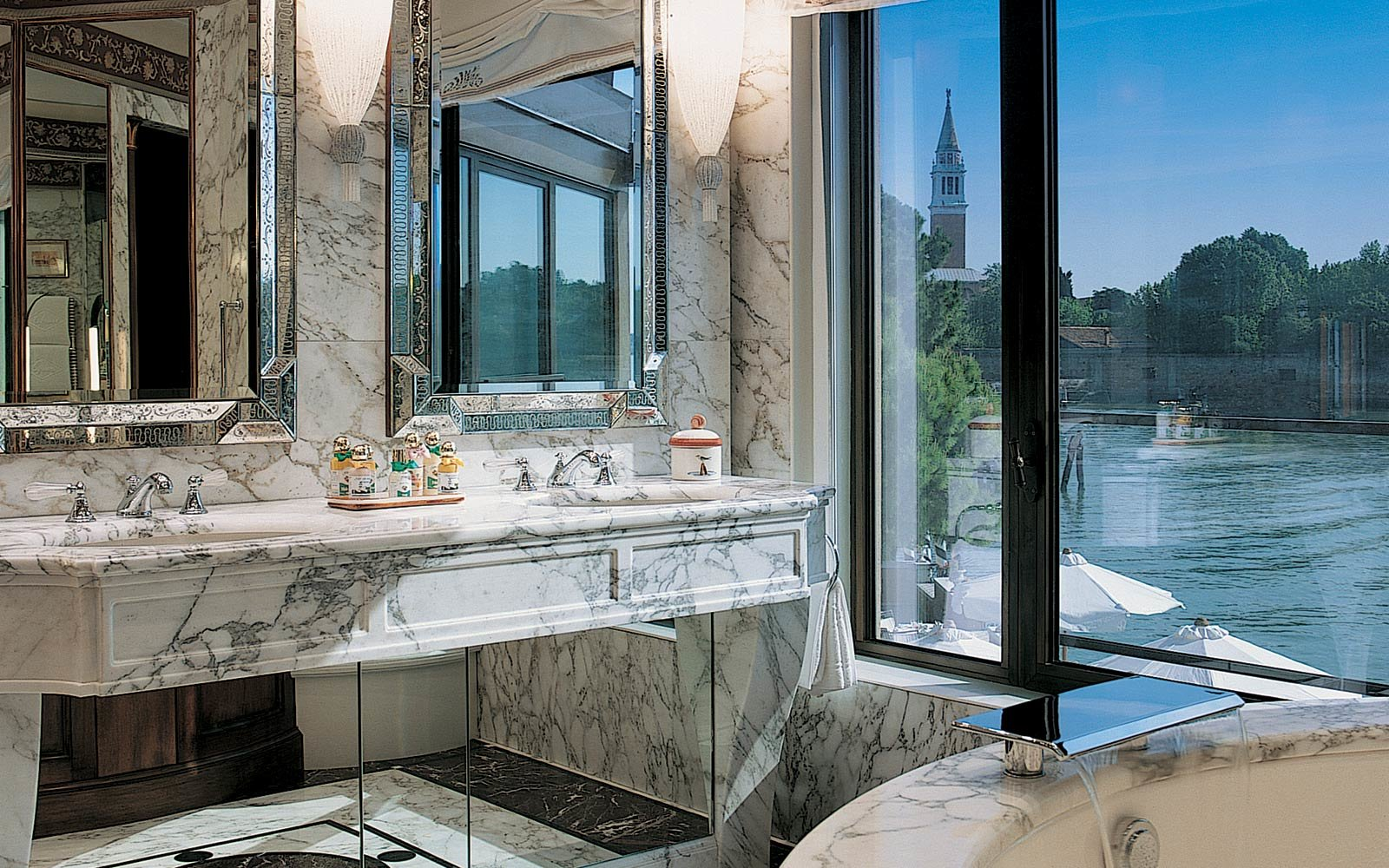 These hotels have the best luxury toiletries travel for Luxury hotel finder