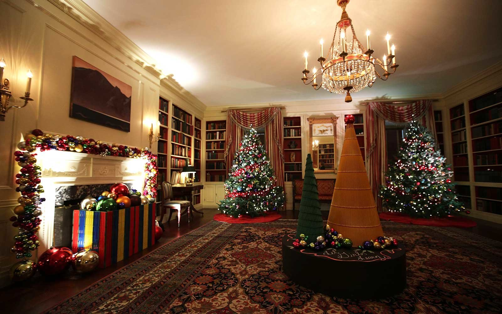 The White House Holiday Decorations for the Obama Family's ...