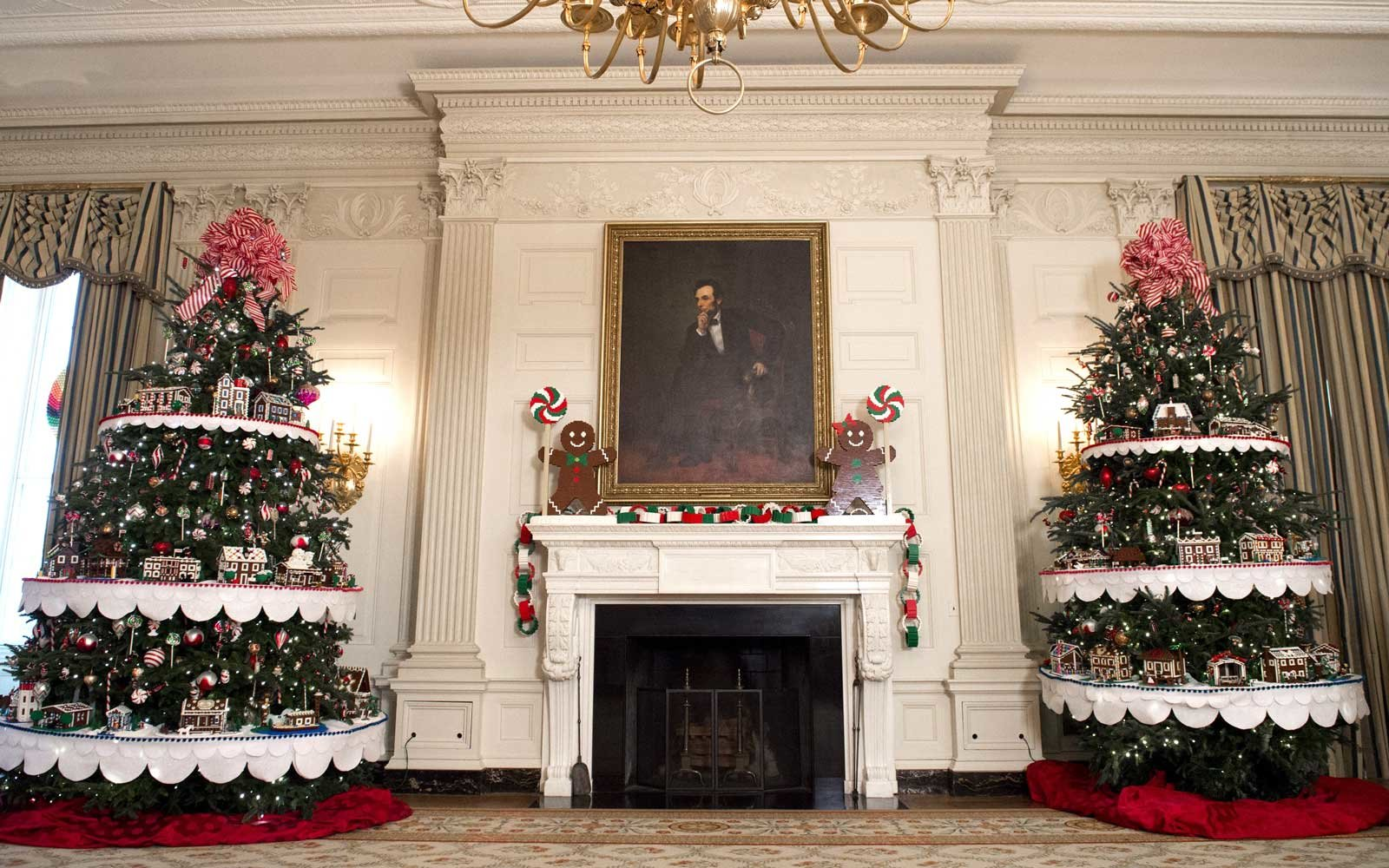 The white house holiday decorations for the obama familys last the state dining room includes gingerbread men and trees lined with 56 lego homes dzzzfo