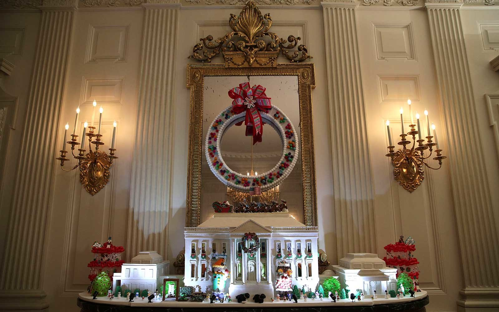 The white house holiday decorations for the obama family 39 s - Pictures of homes decorated for christmas on the inside ...