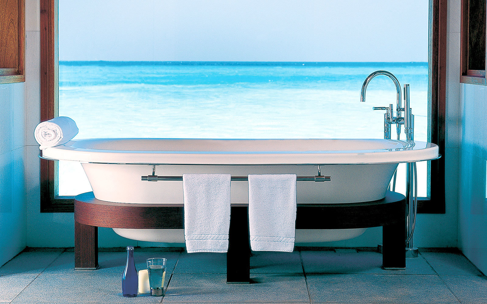19 Bathtubs Around The World With Epic Views Travel