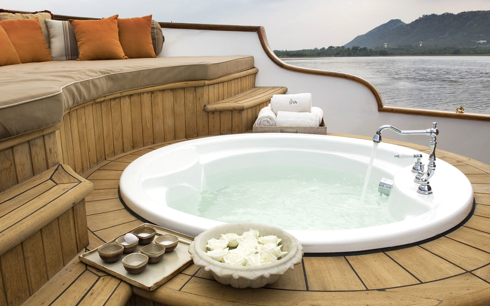 Taj Lake Palace Outdoor Tub
