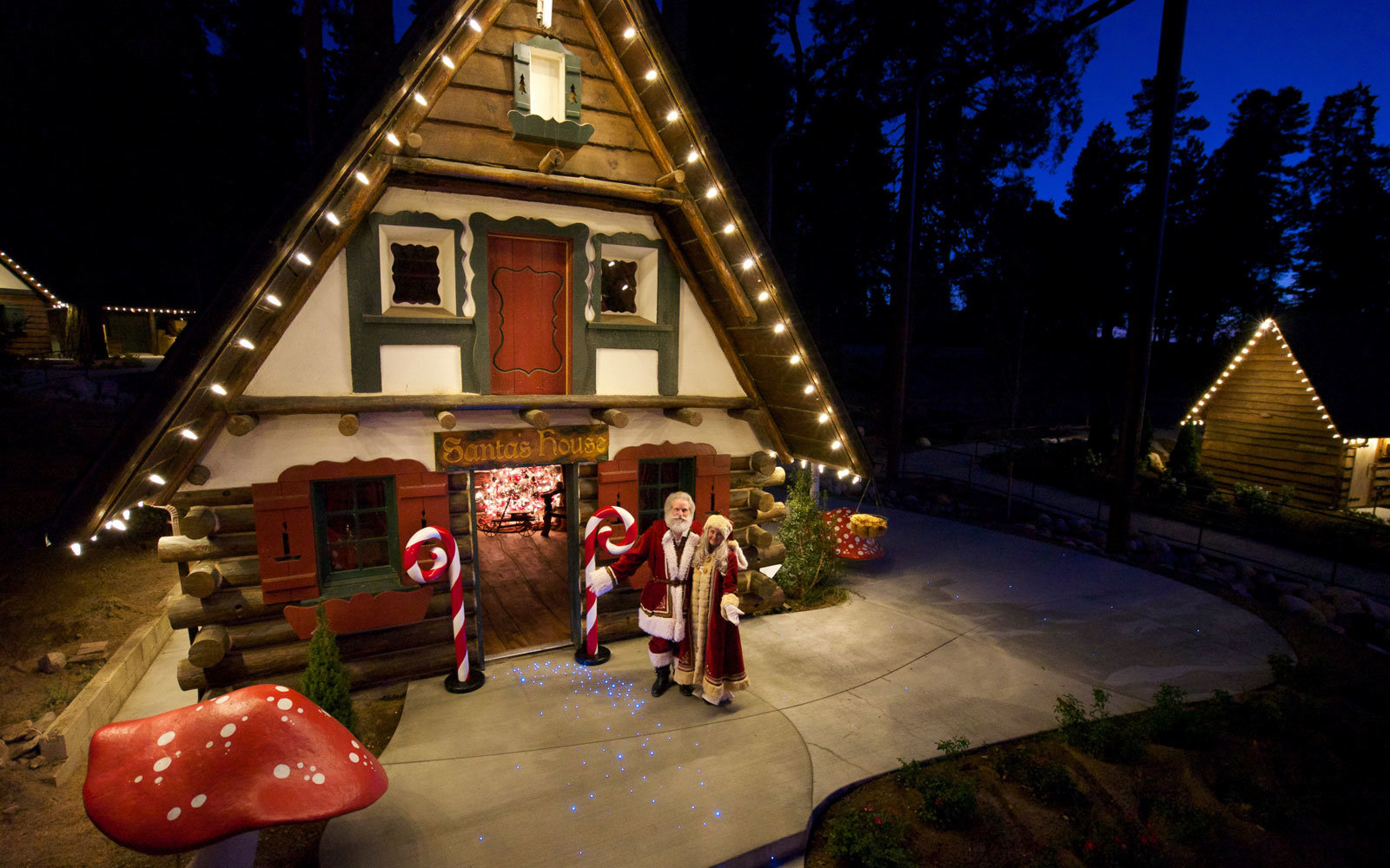 This Christmas Amusement Park From The 1950s Is Reopening