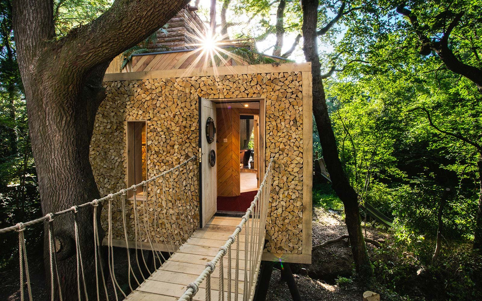 Treehouse Pictures How To Stay In Englands Most Luxurious Treehouse Travel Leisure