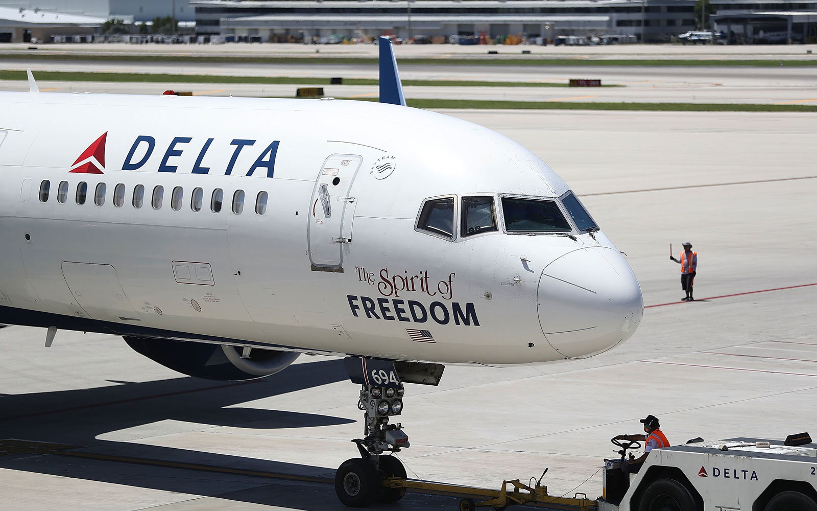 Delta Switches Up Snacks, Might Bring Back Free Meals to