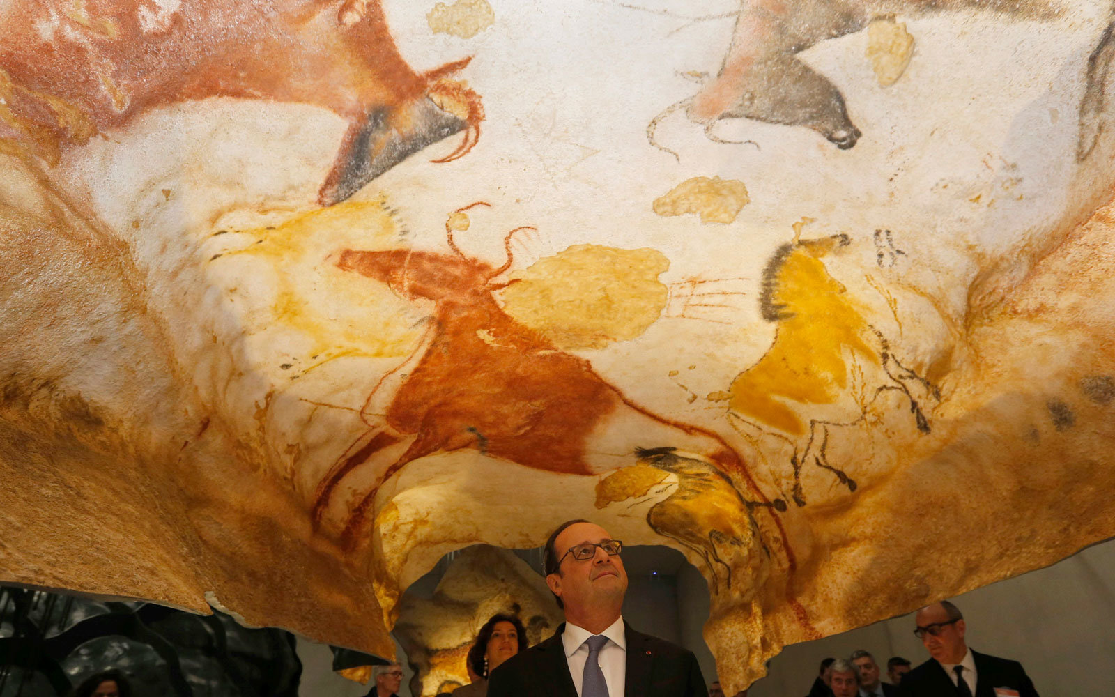 Hollande in Lascaux Cave