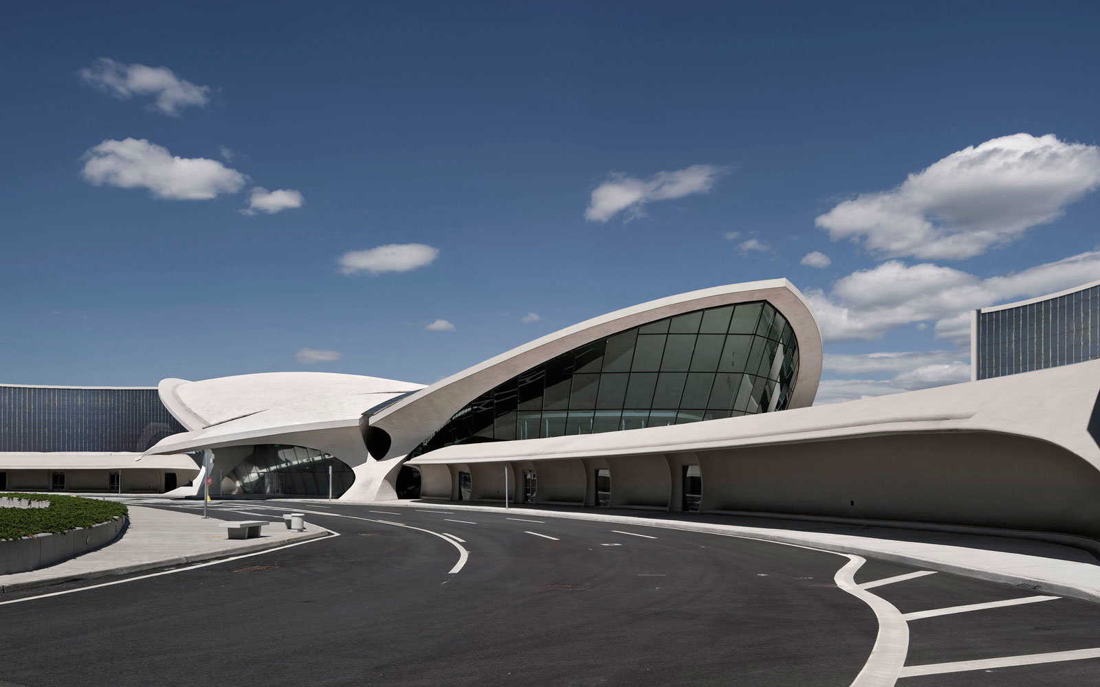 Twa hotel inside old jfk terminal breaks ground travel for Jfk airport hotel inside terminal