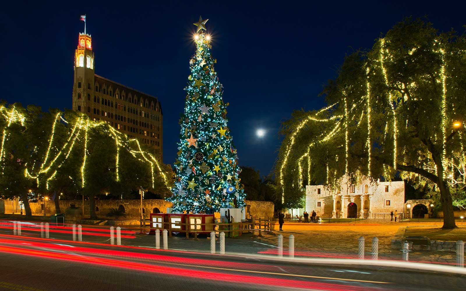 Towns that have great christmas decorations read - Best Places For Christmas Lights