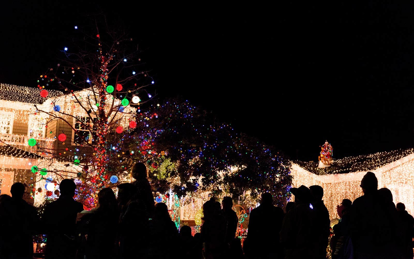 See the California Street that Goes Crazy for Christmas