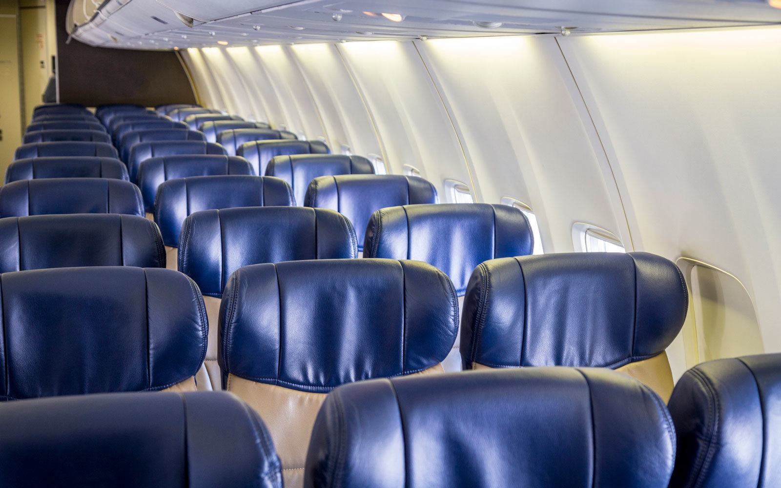 This aircraft seat manufacturer has an idea for making the middle seat better.