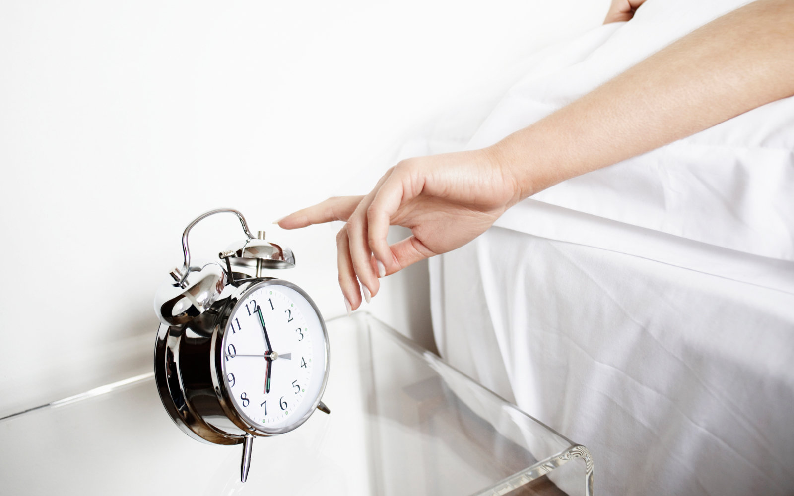 How to Train Yourself to Sleep Less