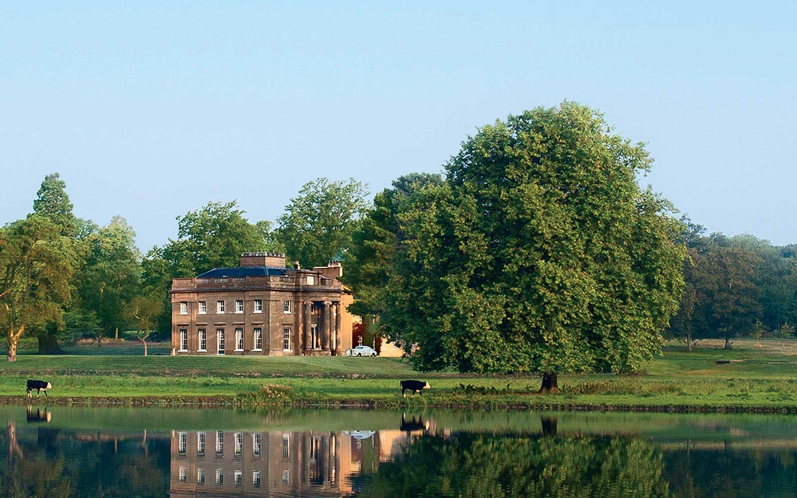 Travel through time with a stay at a historic english for Pictures of english country houses