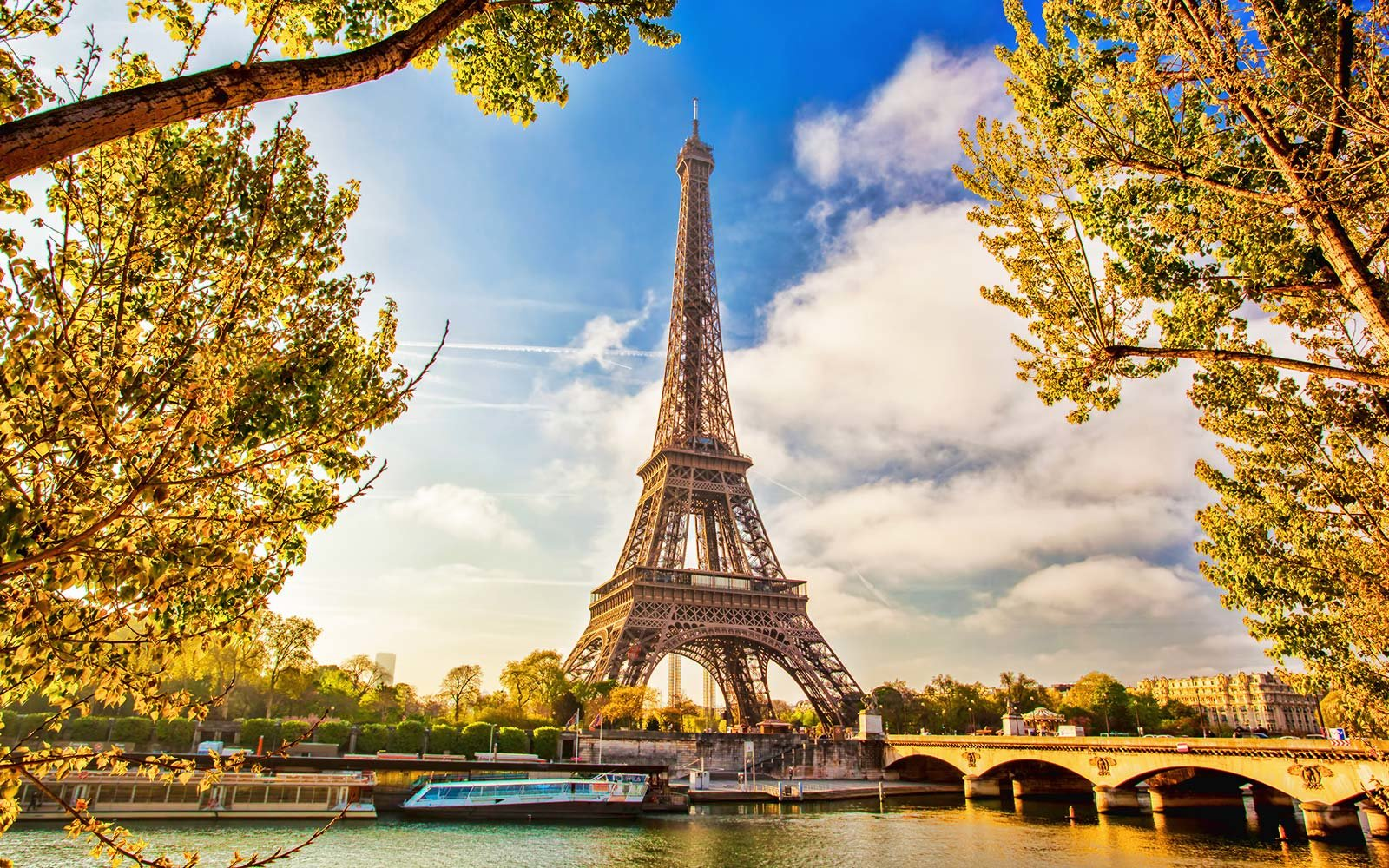 Fly to paris for as little as 356 round trip travel for Best flights to paris
