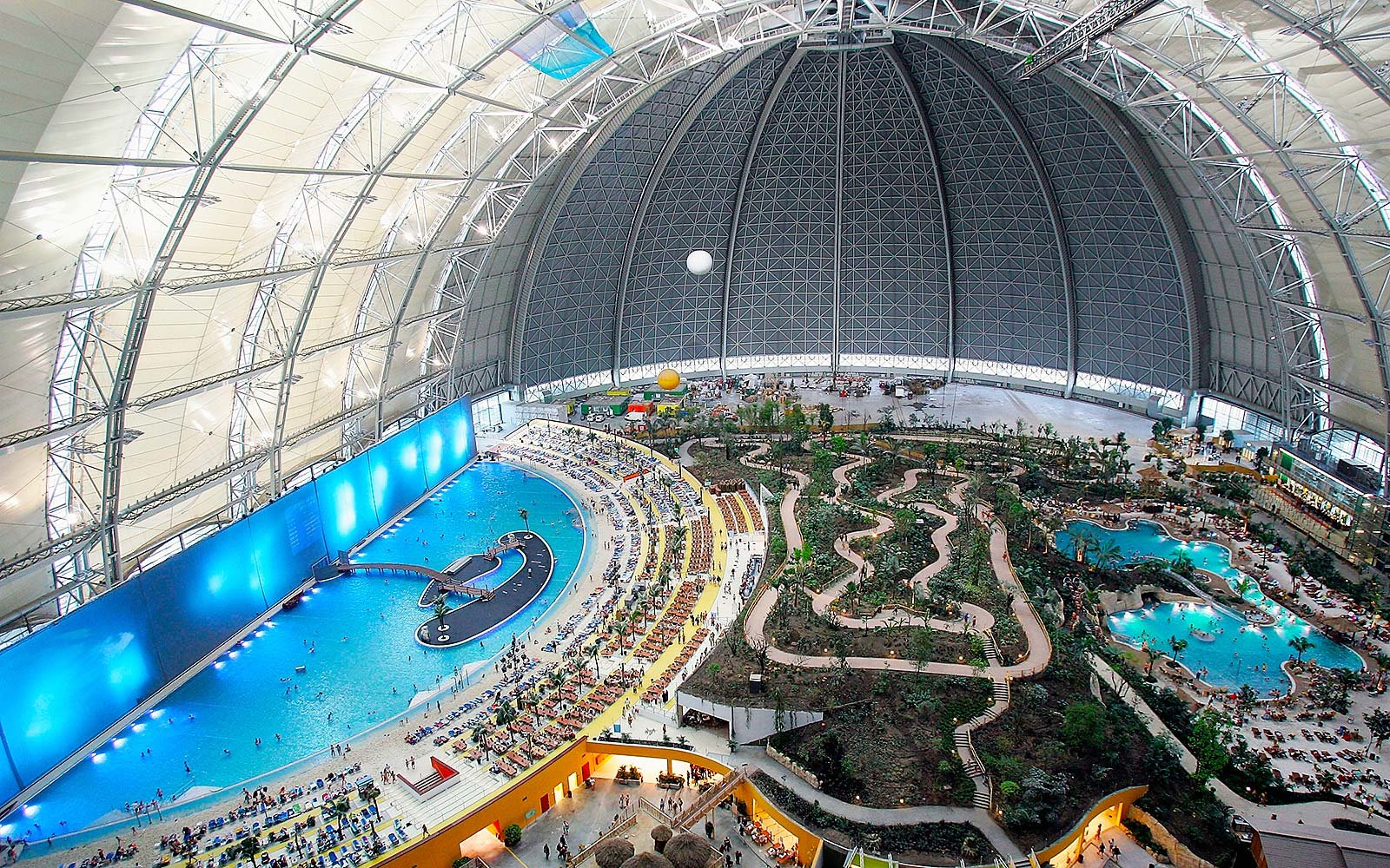 Inside the biggest water park in the world travel leisure for Tallest swimming pool in the world
