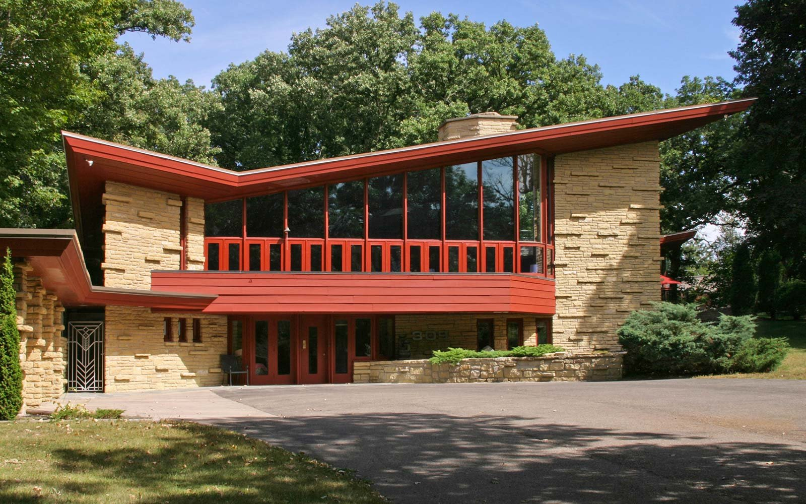 10 must see houses designed by architect frank lloyd for Frank lloyd wright house design