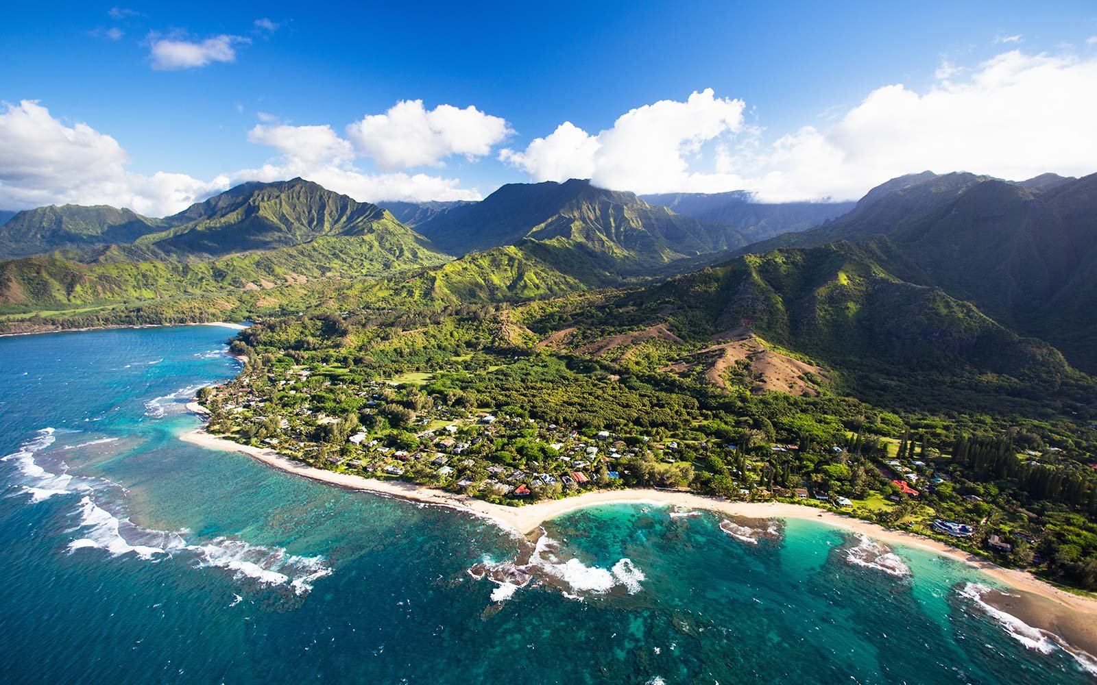 Hawaiian Islands Get First-Ever State-Wide Beach Clean Up