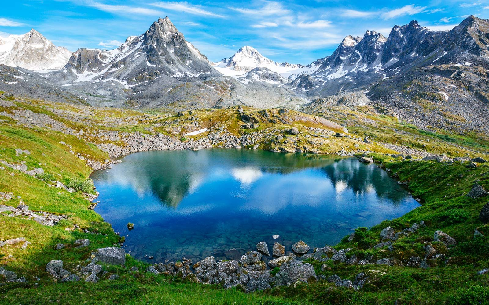 You Can Stay in a Picturesque Cabin in the Alaska Mountains for Free. You Can Stay in a Picturesque Cabin in the Alaskan Mountains for