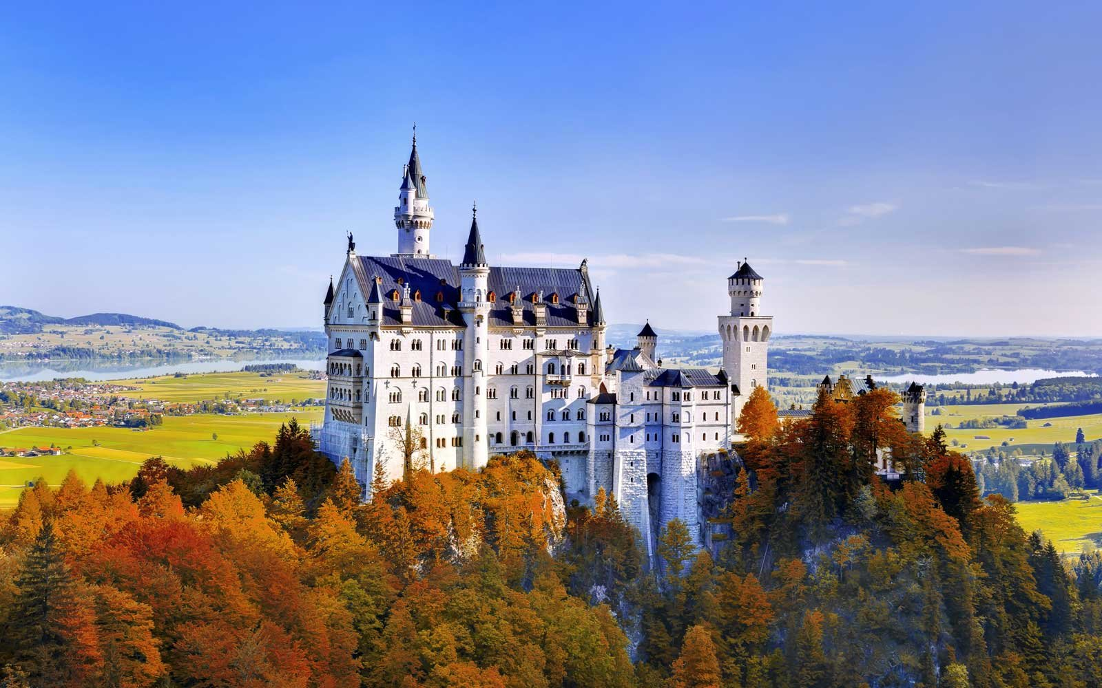 Visit Neuschwanstein Castle in Autumn